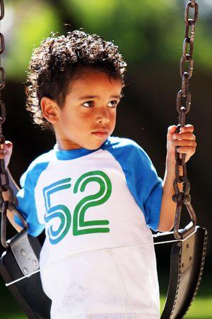 スイング上の少年 写真素材 - 7537577