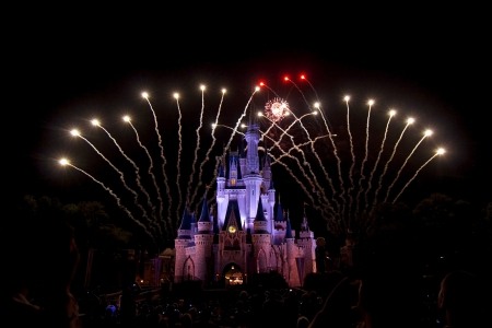 disneyland: Fireworks over Cinderellas castle, Magic Kingdom, orlando, Florida