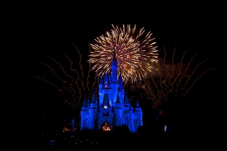 disney: Fireworks over Cinderellas castle, Magic Kingdom, orlando, Florida