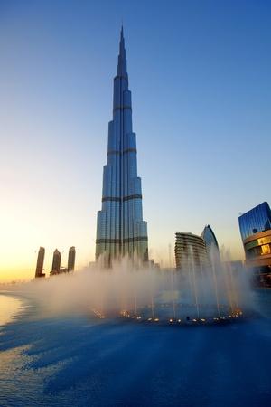 DUBAI, UAE - FEB 19: The Burj Khalifa, tallest building in the world, taken on February 19, 2011 in Dubai. In front is The Dubai Fountain show, a fountain system set on the 30-acre Burj Khalifa Lake.  Stock Photo - 8995443