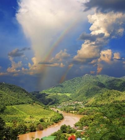 メコン川によって接されるは 3 つの国の表示
