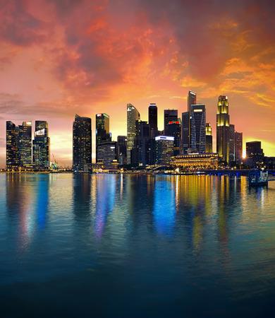 De Horizon van Singapore bij zonsondergang