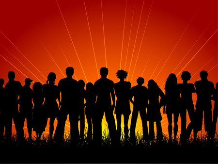 jovenes en grupo: Enorme multitud de personas a la puesta del sol