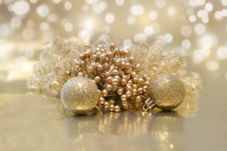 defocussed: Golden Christmas background with decorations and defocussed lights