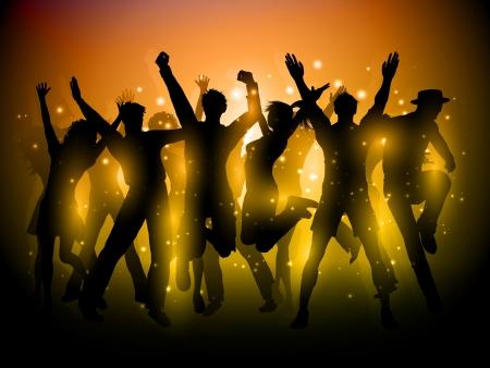 Silhouette d'un groupe de fêtards dansant