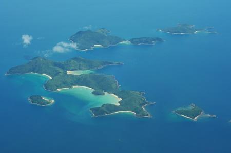 onbewoond: Antenne weer geven van onbewoond eilanden in de oceaan