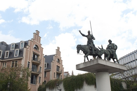 don quichotte: Bruxelles, Belgique, Ao�t 18, 2011 - Don Quichotte et Sancho Panza Sculpture, Place D