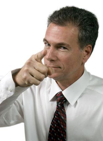 admonester: L'homme dans une chemise blanche et cravate en utilisant le langage du corps expressif de faire un point.