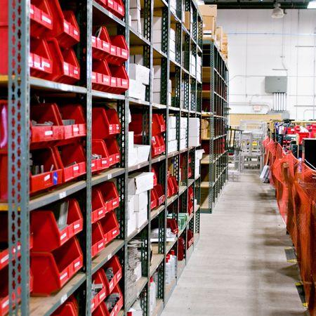 Interior shot of the bins of a warehouse Standard-Bild