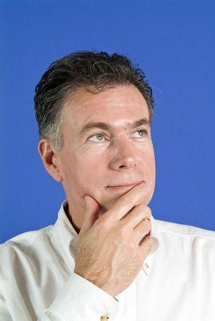 quizzical: Quizzical hombre con una expresi�n facial y el lenguaje corporal que indica que est� indeciso.