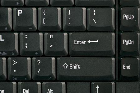 Een macro-opname van de rechter zijde van een standaard zwart-witte toetsenbord.