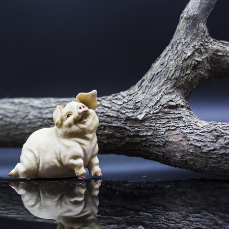 orioles: Lying pig Porcelain figure