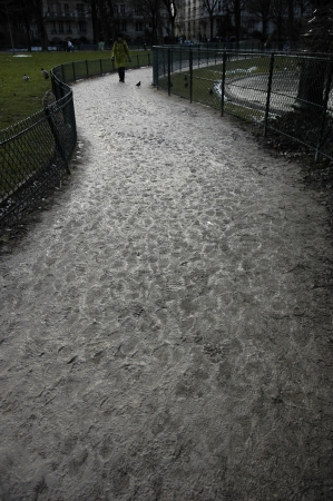 Muddy Road under Eiffel Tower Zdjęcie Seryjne