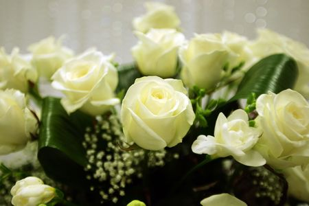 A flower arrangement made of white roses photo