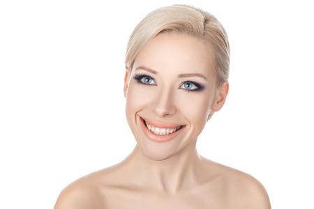 humilde: Close-up retrato chica rubia con una amplia sonrisa y hermosos ojos Foto de archivo
