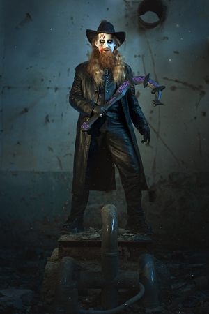 imminence: hombre terrible y el mal, en la mano una hoz para matar.