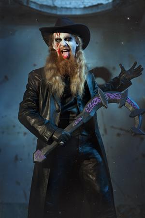 imminence: hombre terrible y mal mostrando la lengua con sangre.
