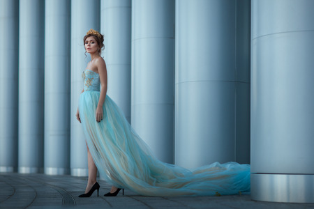 luxuriant: Queen in a long luxuriant dress standing among columns.
