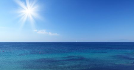 ocean view: Sea with sun and blue sky in Croatien