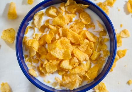 corn flakes: flocons de ma�s dans le B�LW bleu