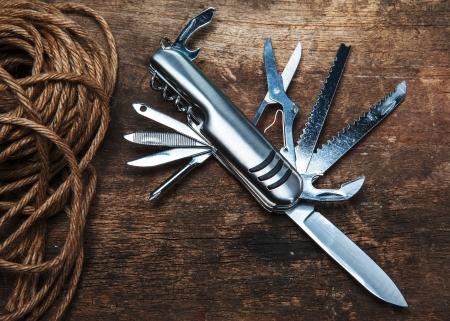temperino: coltellino multiuso su legno
