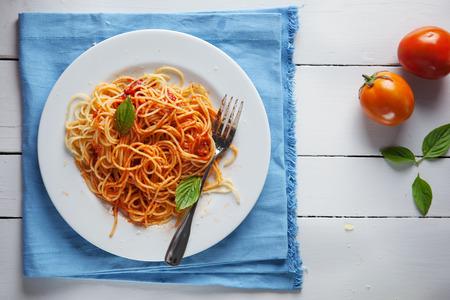 salsa de tomate: espaguetis con salsa de tomate en placa