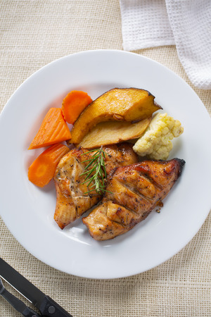 grilled ckicken breast with vegetable