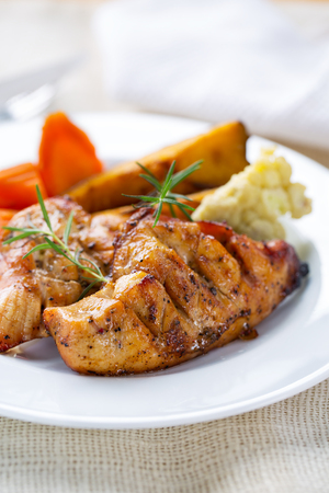 grilled ckicken breast with vegetable for clean eating