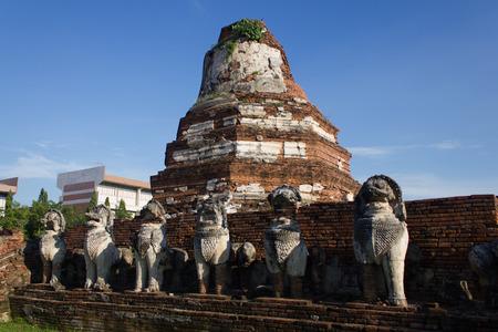 stone lion: Pangoda and stone lion at Wat Thanmikaratch