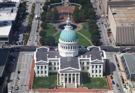 Old Courthouse in St. Louis from Gateway Arch Stock fotó - 106370660