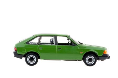Grüne Auto der Familie. Standard-Bild - 13012202