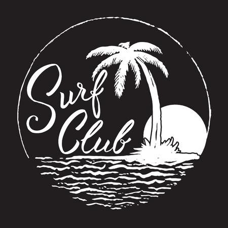 Surf Club inscriptie met palm, oceaan en zon. Stock Illustratie