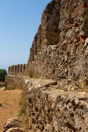 look at the defensive wall of seldschukenburg high above alanya in turkey Reklamní fotografie
