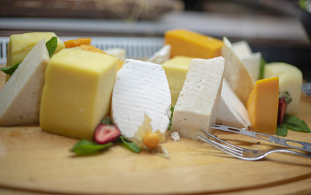 assortment of cheese on the buffet Imagens
