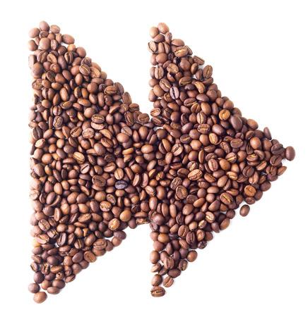 fast forward: 'Simbolo avanti veloce' da chicchi di caff� su sfondo bianco isolato