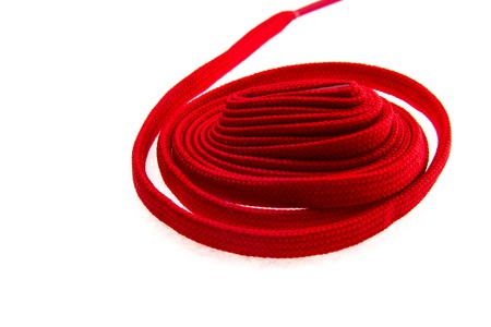 hilo rojo: Flat nice red thread on white isolated background