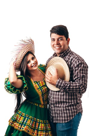 Young Brazilian couple wearing typical clothes for Festa Junina Foto de archivo - 101728777