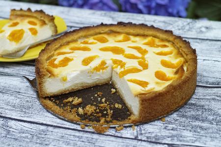 Sour cream cake with Mandarin