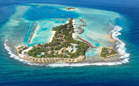 One of sea island located in Maldives in area of north atoll