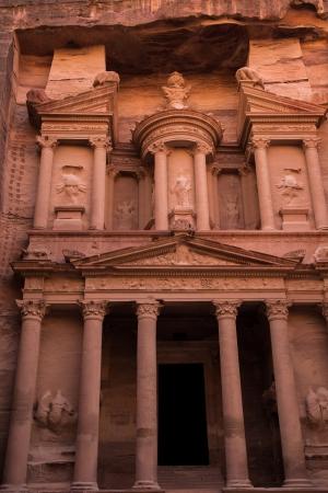 atracci�n: Tesorer�a Famoso por ser uno de las mayores atracciones de la ciudad de Petra, Jordania Foto de archivo