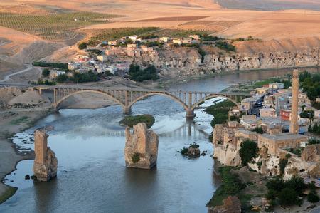 Historische stad Hasankeyf uitzicht. In gevaar om in de nabije toekomst onder water te zijn.