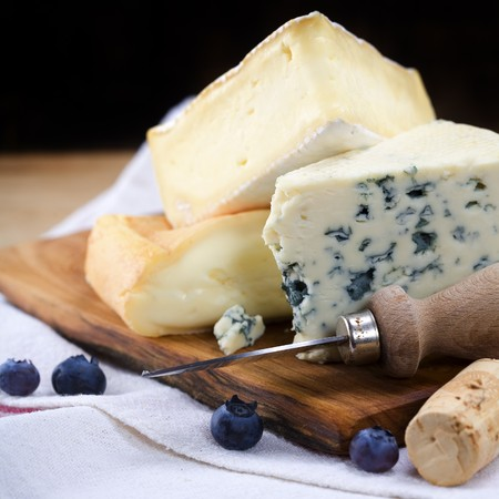 cheeses: Three cheeses and berry