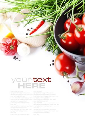 plato de comida: hortalizas frescas en blanco con el texto de ejemplo