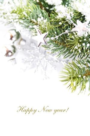 evergreen branch: Decoraci�n de Navidad aislado en el fondo blanco con texto de ejemplo