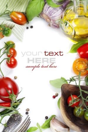 obst und gem�se: Mehrere Sorten von Tomaten und Gew�rzen auf wei�em (mit Beispieltext)