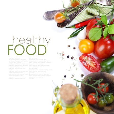 verduras: Varias variedades de tomates y especias sobre blanco (con texto de ejemplo) Foto de archivo