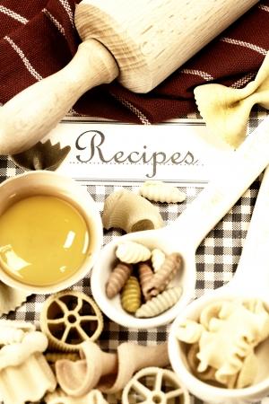 italienisches essen: Das Buch von Rezepten und italienische Pasta Lizenzfreie Bilder