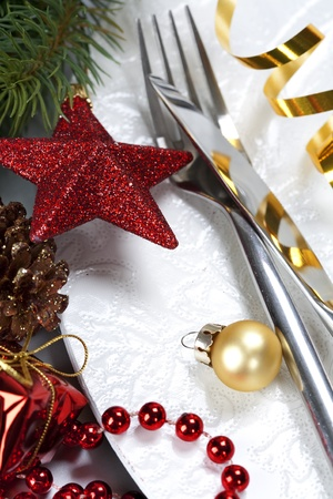 formal place setting: close up of a festive place setting