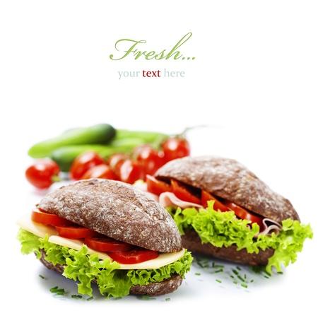 jamon y queso: Grano sándwiches de pan con jamón, queso y verduras frescas sobre blanco - concepto de alimentación saludable (con texto fácil de la muestra extraíble) Foto de archivo
