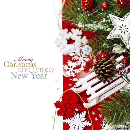 Bright christmas composition mit Schlitten (mit leicht abnehmbar Beispieltext) Standard-Bild - 22955671
